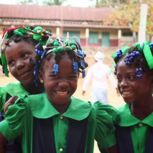 Haïtiaanse lachende meisjes